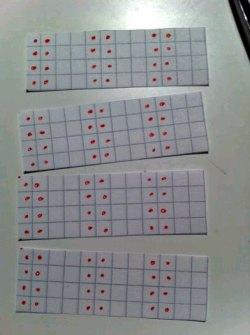 Vart fjärde varv i pappersform, inte stickning (förskjuten resår)