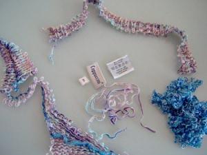 Spillbitar från sprättad tröja