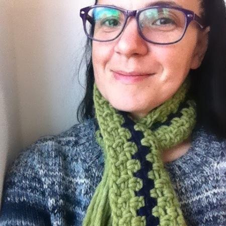 Superenkel halsduk att sticka och virka - gratis beskrivning och diagram.