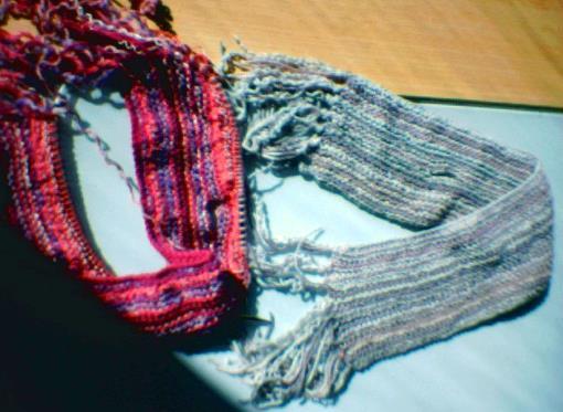 Sticka eller virka en ovanligt vanlig halsduk