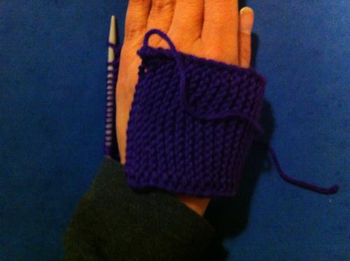 Sticka en dammvante: sticka tills mudden räcker runt handen