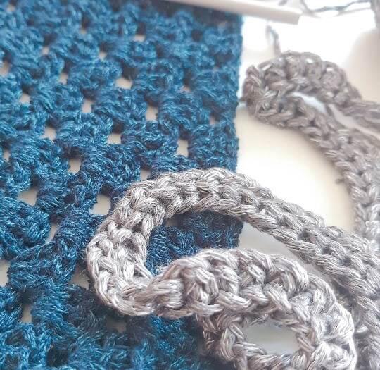 Om du ska virka en halsduk, börja med en provlapp.