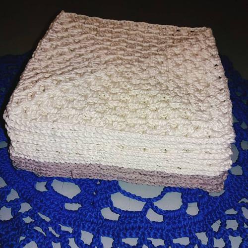 För att virka ett linne behöver du bara 12 mormorsrutor. Samla dem på hög!