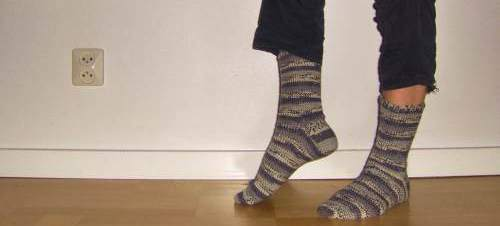 Virkade sockor i strumpgarn, efter ett gratismönster