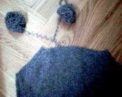 Återvinn stickgarn och virkgarn genom att repa upp gamla tröjor.