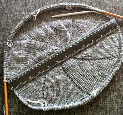 Sticka tills baskern är 25-30 cm i diameter.
