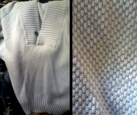 Maskinstickad tröja i tunt bomullsgarn i sjömansmönster