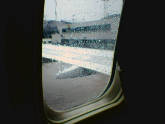 Stickor på flyget? Givetvis. Vad gör du annars om det regnar?