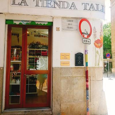 La Tienda Taller, garnbutik i Palma de Mallorca. Från rätt håll.