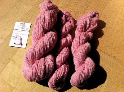 Ljusrosa fluff! Lammullsgarn är ljuvligt mjukt, även efter filtning.