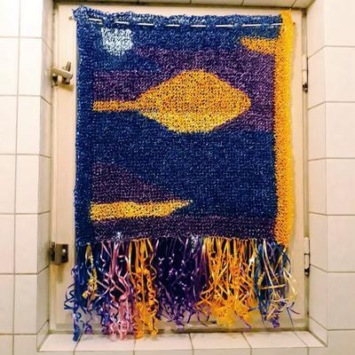 Kalaskul! En badrumsgardin ska vara rolig att se på och rolig att göra.