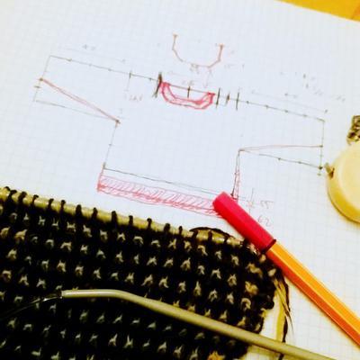 Torrstickning! Att designa om en tröja börjar med pennstreck och miniräknare, på tryggt avstånd från garnet.