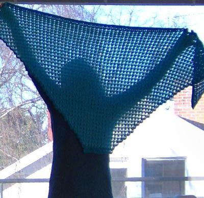 Du kan också kvastskaftsvirka annat än raka halsdukar. Varför inte en trekantssjal?