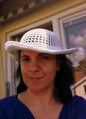 ... och med ett brätte blev det en virkad hatt.