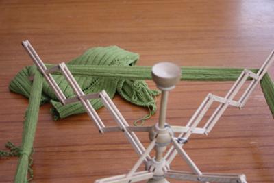 Gröna linnet, under härvning.