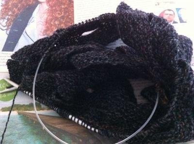 Första veckan var sjalen nästan kul att sticka.