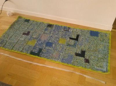 Med den virkade kanten blev mattan 160x74 cm.
